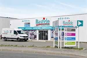 devanture magasin enseigne bastide le confort médical Carcassonne camion livraison technicien